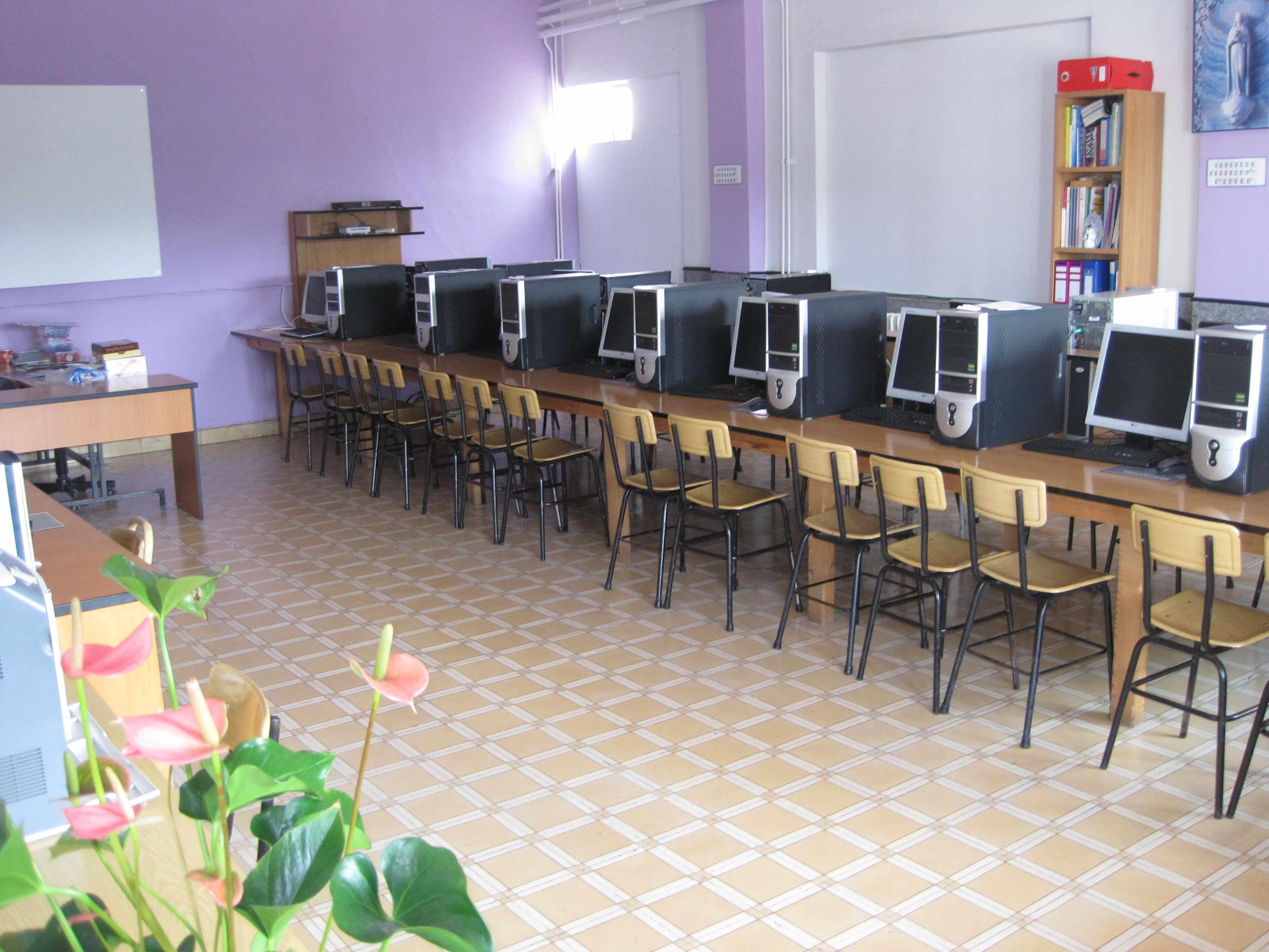 Colegios en Polanco Torrelavega Colegio la MIlagrosaaulas de INFORMÁTICA