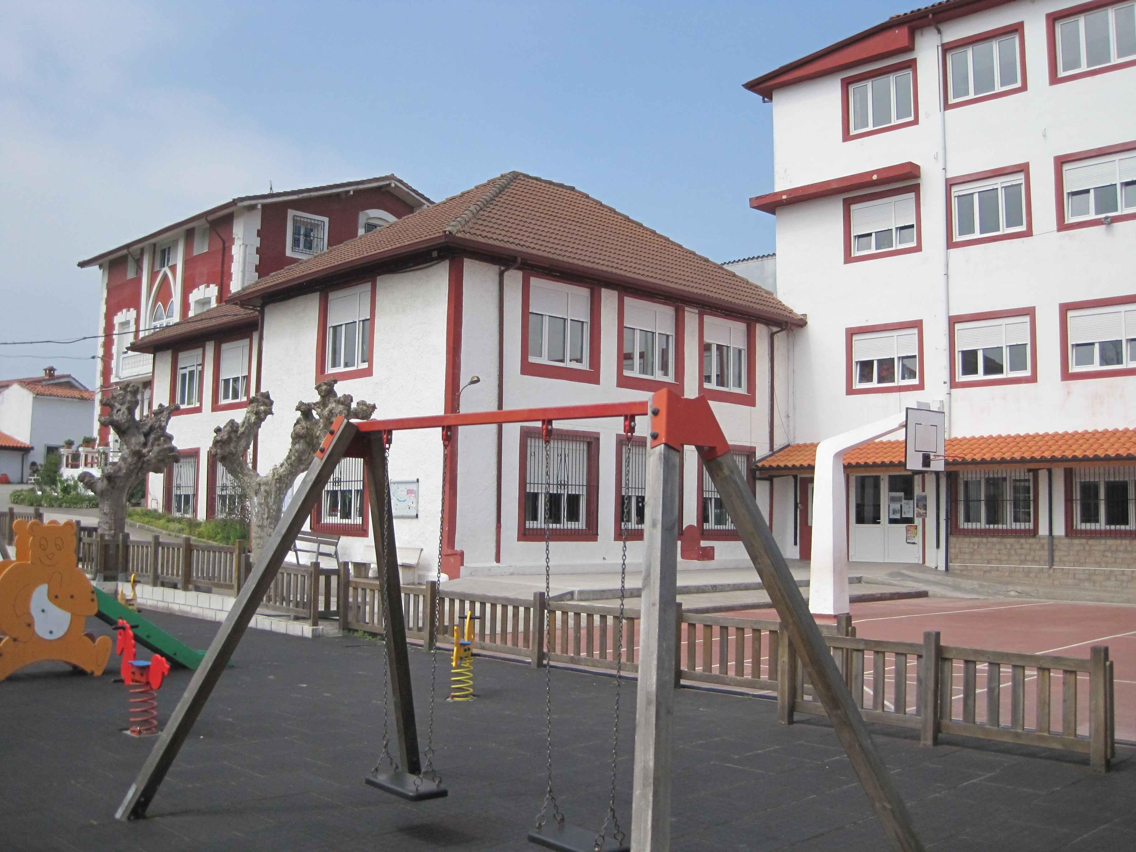 Colegios en Polanco Torrelavega Colegio la MIlagrosa con  ZONA DE JUEGOS